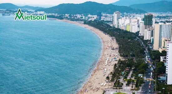 Biển Mỹ Khê: Bãi biển này có chiều dài khoảng 900m,