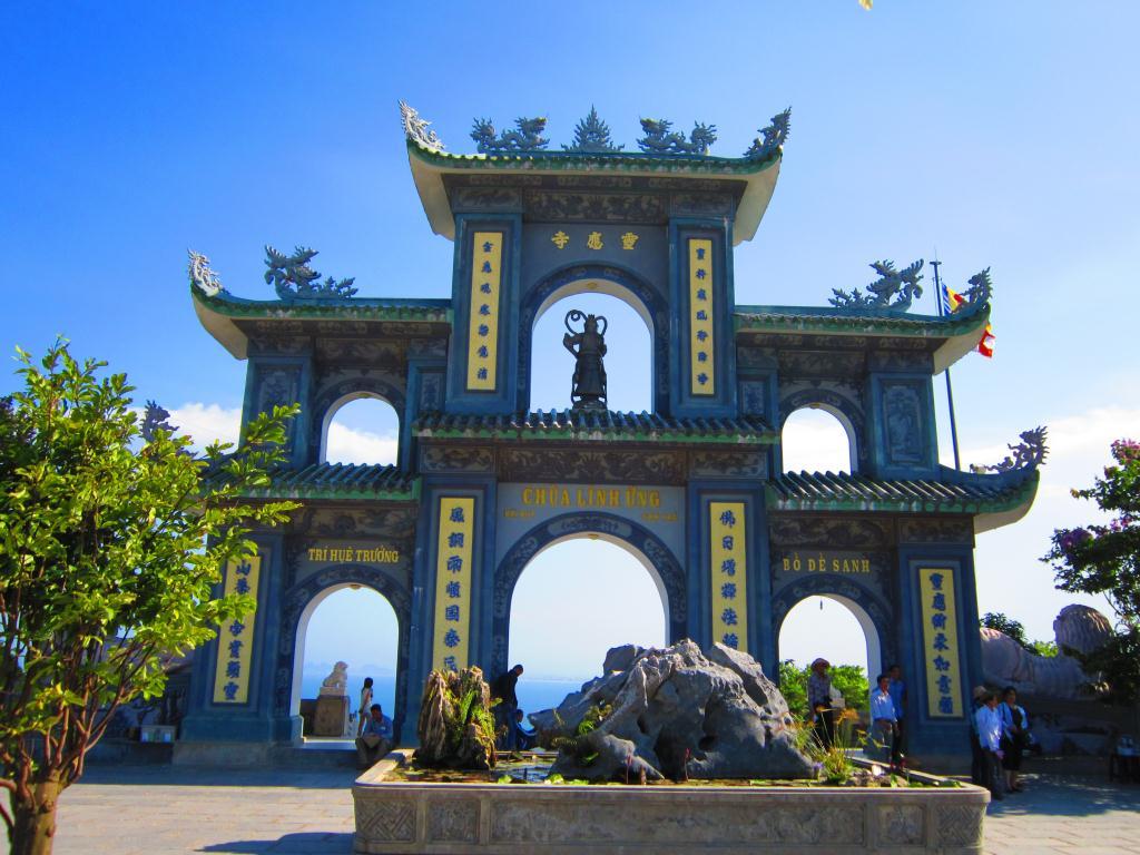Kết quả hình ảnh cho chùa Linh Ứng